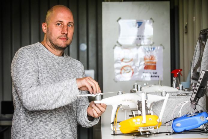 Jan Van Hecke (42) uit Denderleeuw is lijnpiloot en fotograaf. Een vliegende camera, waarmee hij zijn twee passies combineert, kon voor hem niet ontbreken.