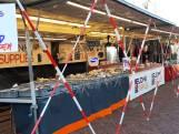 Protest met non-food-kramen op de markt, ze willen open