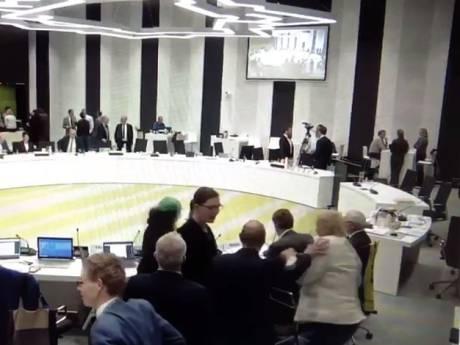 Rel in gemeenteraad Woerden: SP-er De Mooij dient klacht in tegen wethouder vanwege duw