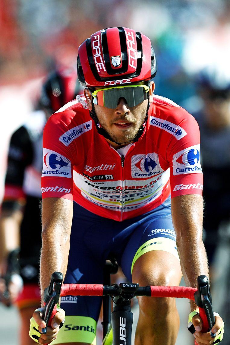 Odd Christian Eiking passeert dinsdag in de 16de etappe de finish in  Santa Cruz de Bezana.  Beeld Getty