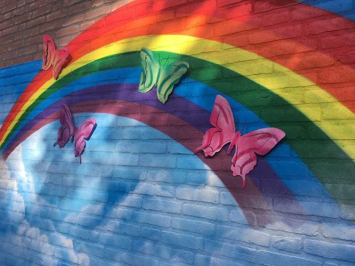 Vier vlinders om de vier omgekomen leerlingen van basisschool de Korenaer te herdenken.
