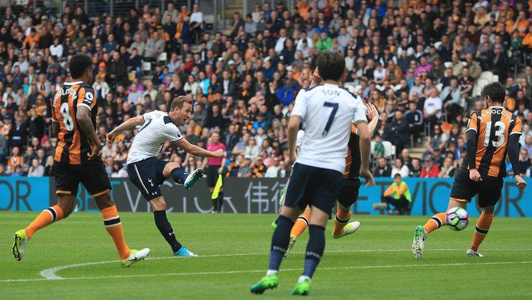 Harry Kane pakte in zijn laatste twee matchen uit met telkens een hattrick, op het veld van Leicester en hier in Hull. Beeld AP