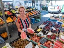 Hittegolf of niet, handel op de markt in Heerde gaat gewoon door: 'Dame bloot, handel dood? Gelukkig niet!