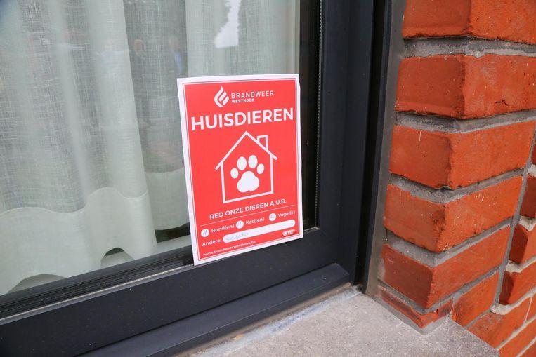 Deze sticker laat de brandweer meteen weten hoeveel dieren er in huis zijn, wat de reddingsoperatie vergemakkelijkt.