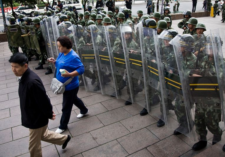 """""""We maken niet de belofte om afstand te doen van het gebruik van geweld en behouden de mogelijkheid om alle noodzakelijke maatregelen te nemen"""", schrijft China in het witboek."""