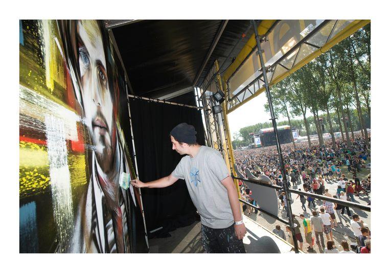 De Belgische graffitikunstenaar Steve Locatelli, actief sinds begin jaren 90, hult zich niet in anonimiteit. Beeld Alex Vanhee