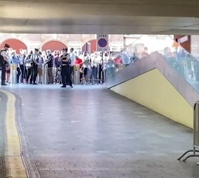 Het station werd tijdelijk afgesloten.