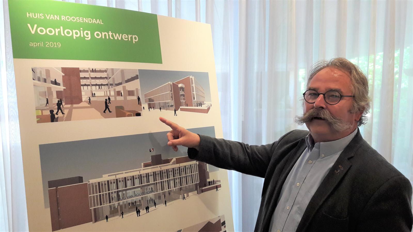 Wethouder Cees Lok presenteert het Huis van Roosendaal