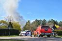 Brand in boerderij in Achtmaal, rookpluim vanaf een afstand.