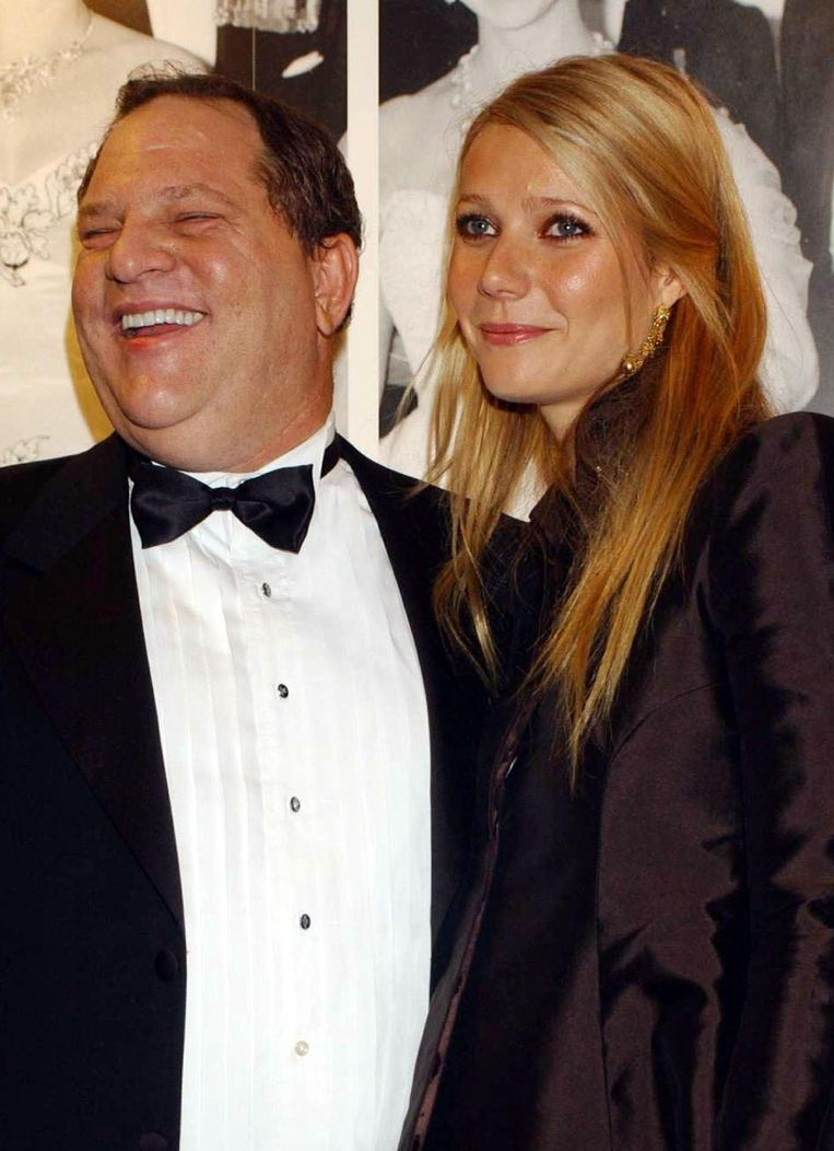 Harvey Weinstein met Gwyneth Paltrow. De actrice is een van de vele vrouwen die een klacht uitten tegen Weinstein. Nu bekennen mannen zelf schuld. Beeld Photo News
