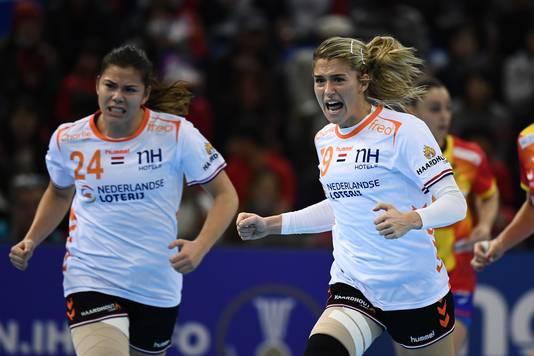 Estavana Polman gaat uit haar dak na een van haar negen treffers tegen Spanje.