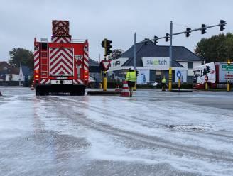 Oliespoor bij kruispunt McDonald's zorgt voor fikse verkeershinder op A12