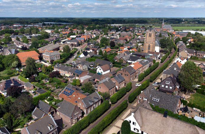 Luchtfoto van Beesd, met rechtsonder de Voorstraat.