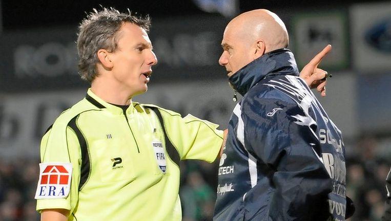 Johan Verbist stuurde Dennis van Wijk tijdens het bekerduel tegen Cercle Brugge naar de tribune. Beeld UNKNOWN