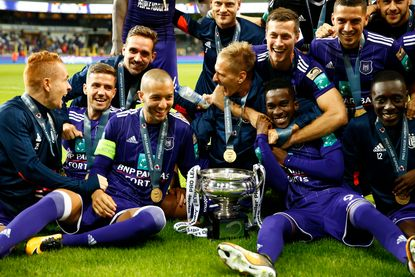 Landskampioen Anderlecht stelt pas na rust orde op zaken tegen Zulte Waregem en pakt dertiende Supercup