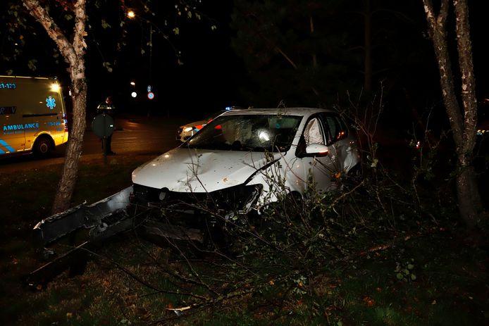 De auto kwam op de rotonde in Cuijk tot stilstand.