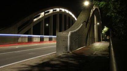 Nieuwe led-verlichting voor viaduct