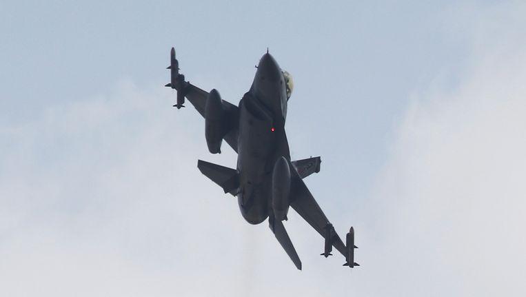 Een Turkse straaljager, die in Irak en Syrië de Koerdische PKK en IS bombardeert. Beeld reuters