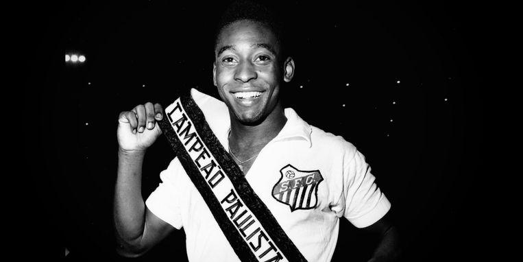 De jonge Pelé bij Santos, de club van zijn hart. Beeld RV Netflix