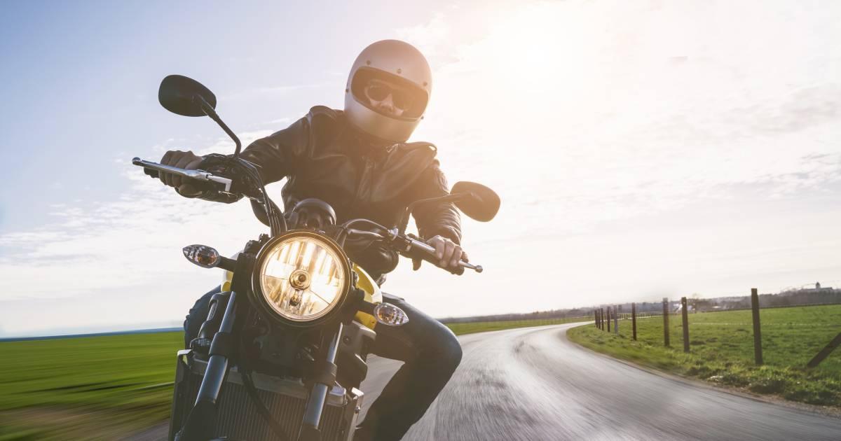 Wheelie-trekkende motorrijder vlucht voor politie na veroorzaken ongeluk in Dongen.