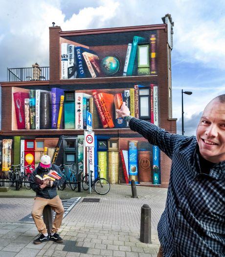 Utrechtse boekenkast-muurschildering scoort ook in buitenland: 'We kunnen niet wachten tot hij meer maakt'
