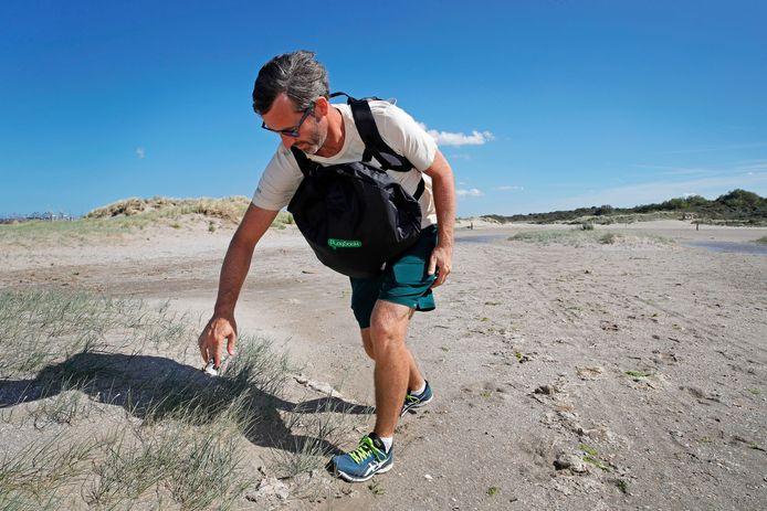 Daan Strang ruimde in de zomer van 2020 het strand bij Oostvoorne op.