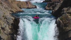 Kajakker duikt waterval van 41 (!) meter naar beneden