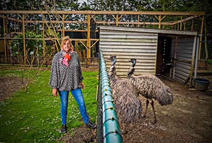 Eigenaresse Petra Blokker kan niet wachten tot Faunapark Flakkee in Nieuwe-Tonge open mag. De emoes en andere tachtig diersoorten hopen ook vanaf woensdag weer bezoek te mogen ontvangen.