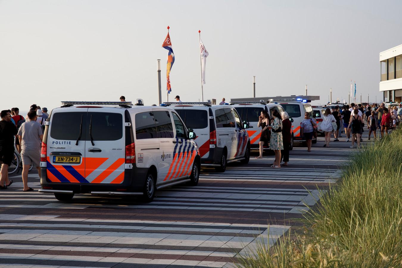 Woensdagavond om 20.35 uur is de politie massaal ingezet aan de Boulevard in Zandvoort. De aanleiding van de grote inzet zou een vechtpartij op het strand zijn geweest.