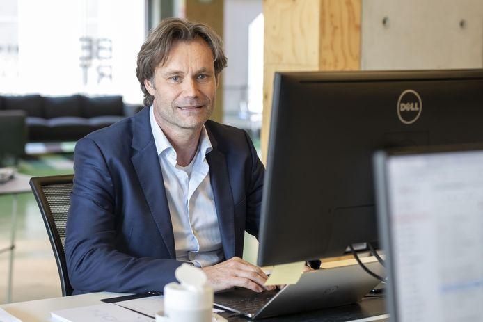 Marcel Roorda , directeur van het bureau Doop, heeft een corona-app gemaakt.