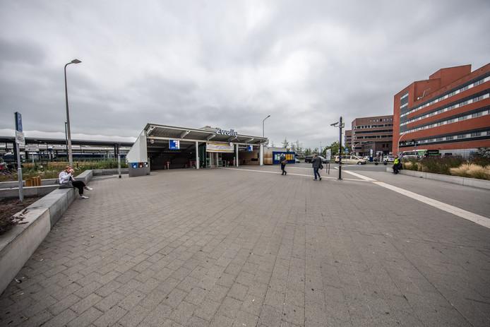 De sobere entree aan de zuidzijde van het station in Zwolle.