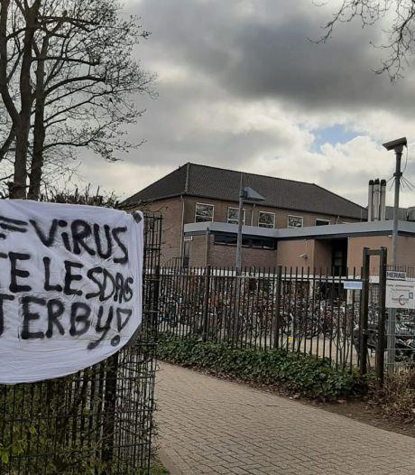 Leerlingen 'Carmel' in Oldenzaal steken uit onvrede vuurwerk af: 'Er gaat weer een feest niet door'