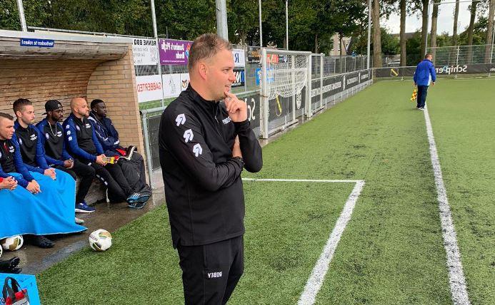 Lorenzo Boudewijns langs de lijn bij Boeimeer.