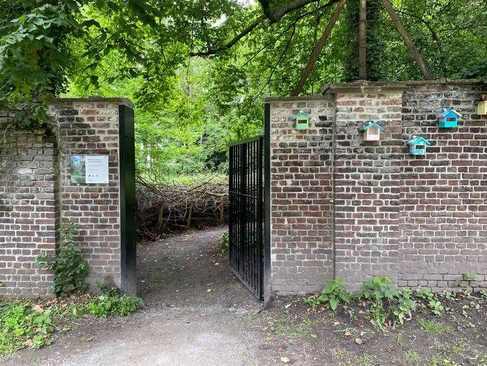 De ingang van de tuin van Villa Voortman via het Vogelenzangpark.