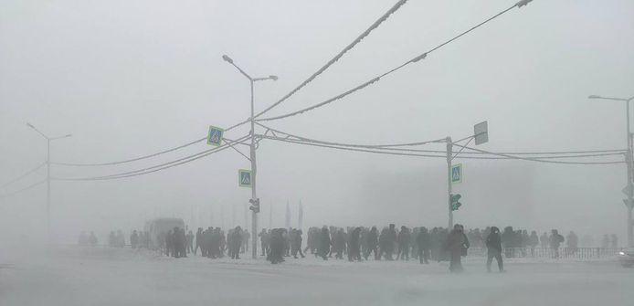 In Yakutia komen de betogers bij -50°C in de sneeuw op straat.