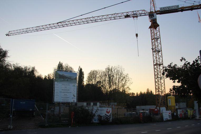 ACV en ABVV Bouw voerden actie op de werf van het nieuwe cultuurhuis aan de inrit van het domein Steenberg in Erpe-Mere.