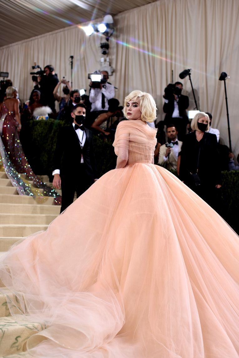 """The New York Times: """"Billie Eilish is misschien wel de enige Met Gala-gast ooit die een bedrijf van beleid deed veranderen als voorwaarde om haar jurk te dragen."""" Beeld Getty Images for The Met Museum/"""