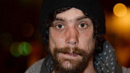 Deze dakloze werd na aanslag in Manchester geprezen als held, nu bekent hij dat hij slachtoffers beroofde