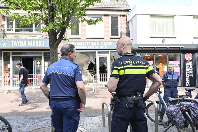 De politie is een buurtonderzoek gestart bij de supermarkt in Wijchen.