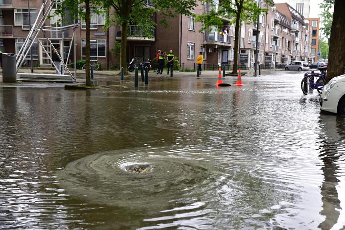 Wateroverlast aan de Goudse Rijweg in Rotterdam