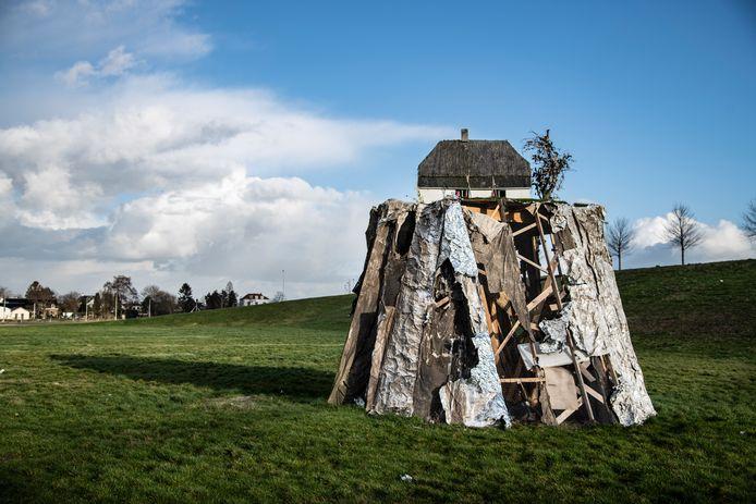 Het kunstwerk 'Altijd Lente' van kunstenaar Leonard van Munster is door storm Ciara flink beschadigd geraakt