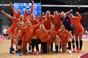 Vreugde bij de Nederlandse handbalsters na de ruime zege op Japan: 32-21. Dinsdag om 09.15 uur Nederlandse tijd wacht Korea.