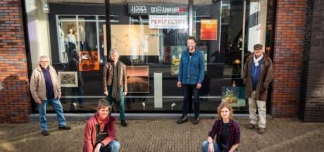 Kunstenaars exposeren werk in etalage in centrum Barneveld