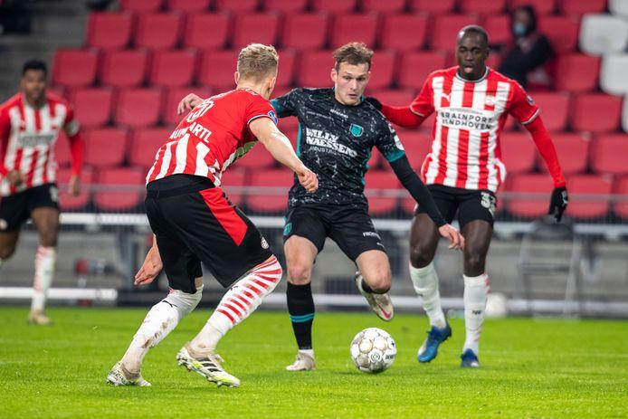 Thijs Oosting in actie tijdens zijn eredivisiedebuut tegen PSV.