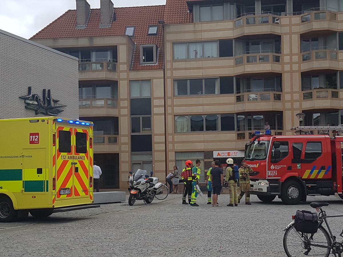 Het keukenbrandje woedde in het appartementsgebouw aan de linkerkant, op de bovenste etage.
