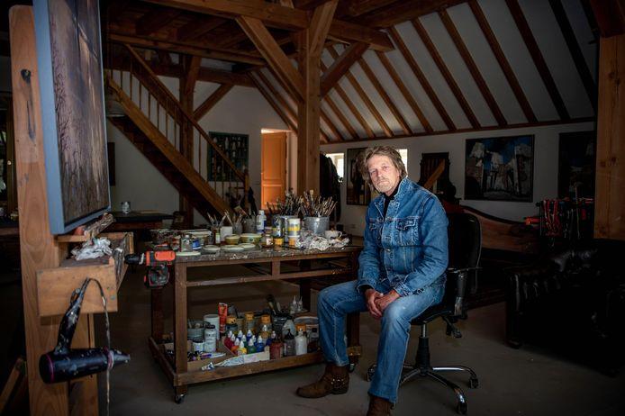 Kunstenaar Kenne Grégoire gaat nadat hij voor Kampen al een staatsieportet van koning Willem-Alexander maakte, ook burgemeester Bort Koelewijn vereeuwigen in verf.