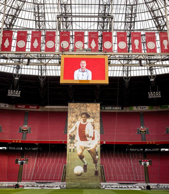 2018-04-25 16:49:16 AMSTERDAM - Een videoboodschap van Jordi Cruijff tijdens de onthulling van het logo van de Johan Cruijff ArenA. ANP KOEN VAN WEEL