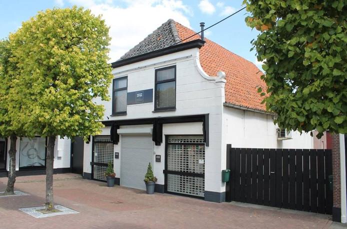 Het voormalig pand van Kruithof Optiek aan de Voorstraat 10 in Numansdorp.