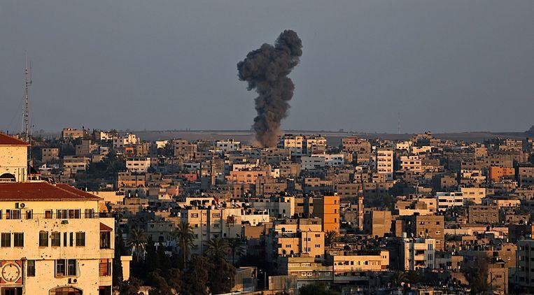 Rook rijst op vanuit de Gazastrook na het eindigen van de wapenstilstand. Beeld EPA
