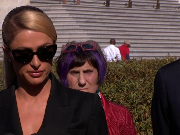 """Ze bekeken me terwijl ik stond te douchen"" Paris Hilton spreekt openhartig over misbruik"